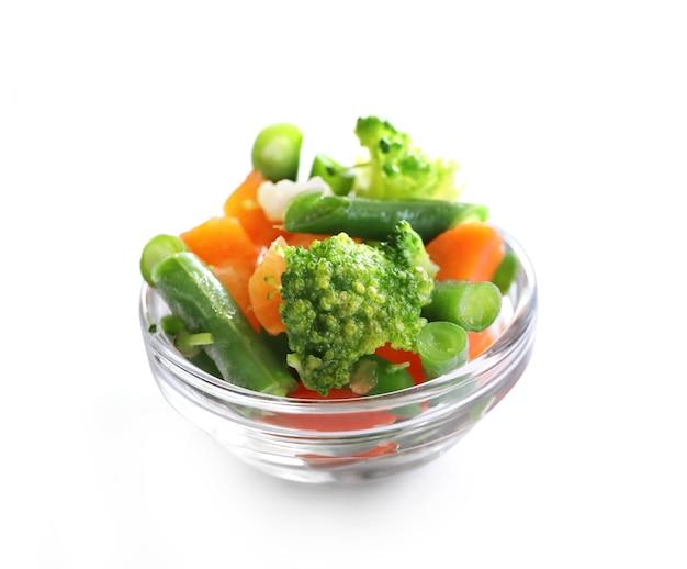 Bevroren groenten in geïsoleerde kom