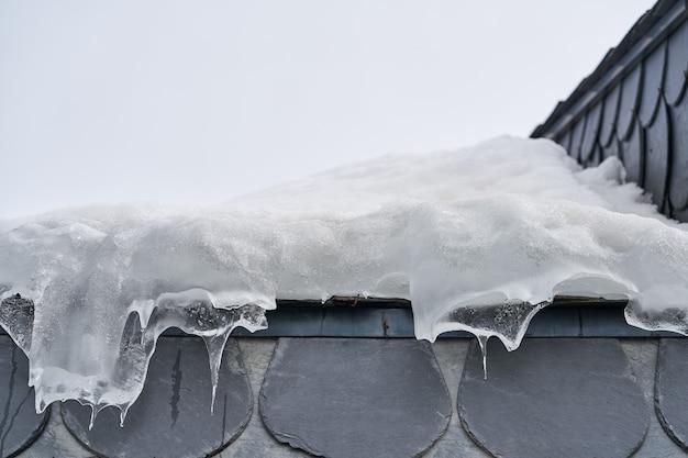 Bevroren het detailachtergrond van de dakclose-up