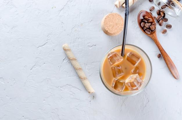 Bevroren koffie in glas met ijs