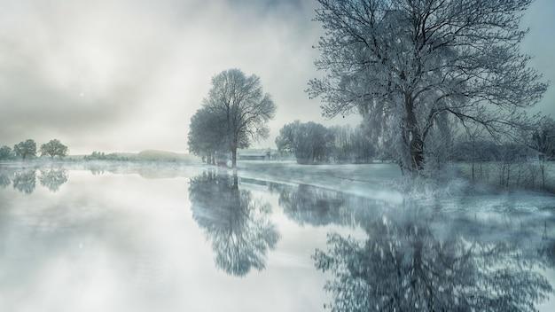 Bevroren meer in de winter