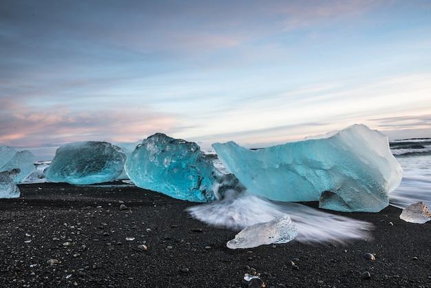 Bevroren strand in ijsland