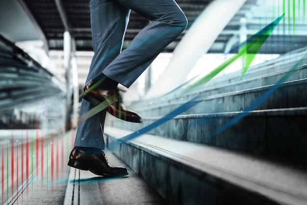 Bewegend beeld. bedrijfsconcept groei, motivatie en leiderschap.