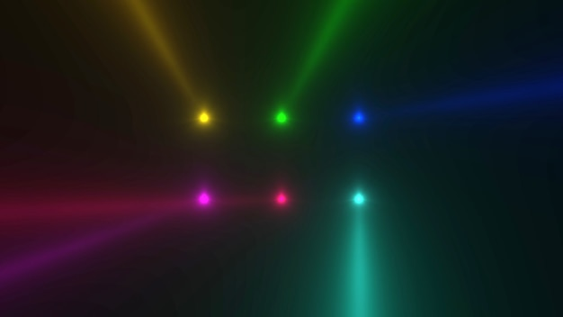 Beweging kleurrijke gloeiende schijnwerpers op donkere achtergrond in het podium