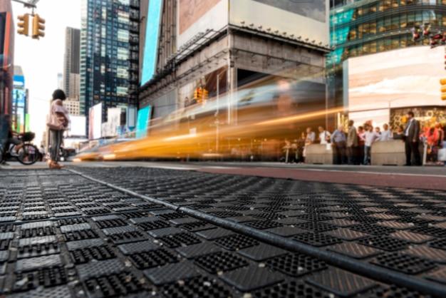 Beweging op het kruispunt van de stad