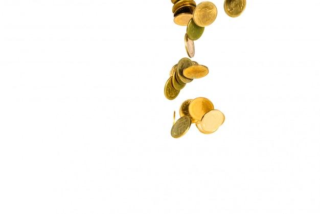 Beweging van dalend gouden muntstuk dat op wit wordt geïsoleerd