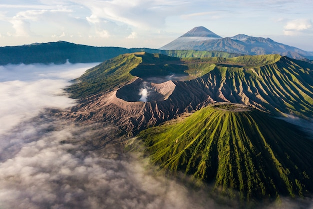 Bewolkt bergenlandschap