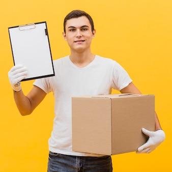 Bezorger met pakket