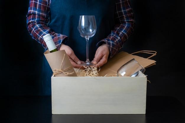 Bezorgservice verpakking zak doos verpakker verzending wijnglazen sommelier