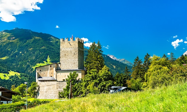 Bideneck castle in fliess village - de inn-vallei, tirol, oostenrijk