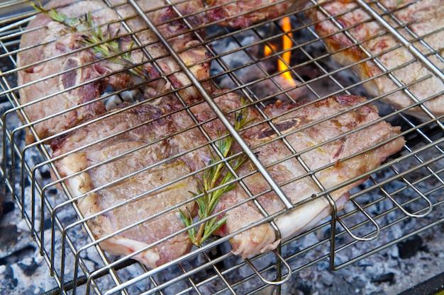 Biefstuk op barbecue