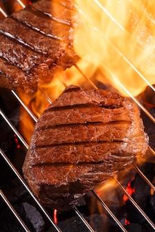 Biefstuk op een barbecue