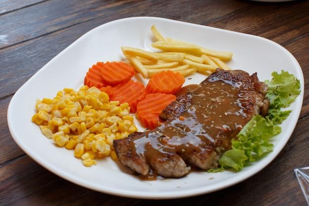 Biefstuk op een bord