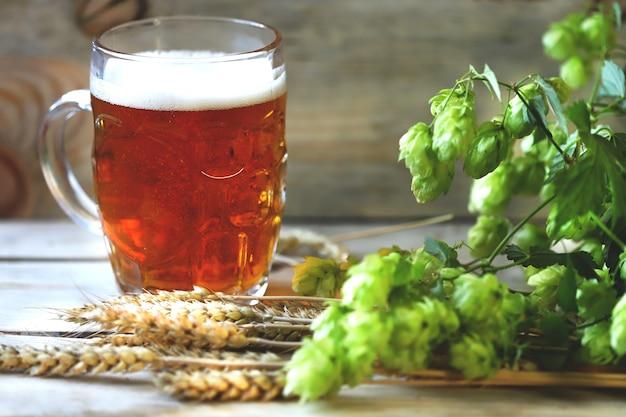 Bier, hop, pretzels en tarwe-oren.