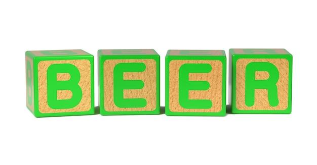 Bier op het alfabetblok van gekleurd houten kinderen dat op wit wordt geïsoleerd.