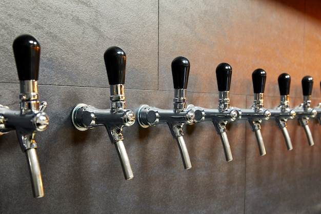 Bierapparatuur voor bierbotteling in rij