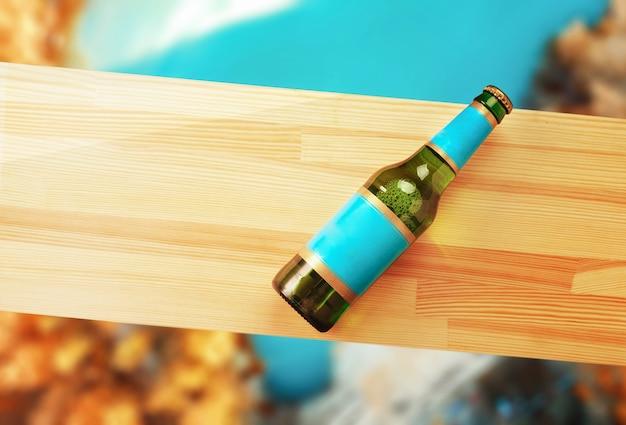 Bierfles op een houten plank en herfst achtergrond.