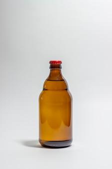 Bierfles op grijs