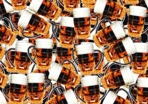 Bierglazen voor achtergrond. creatieve textuur met drankjes.