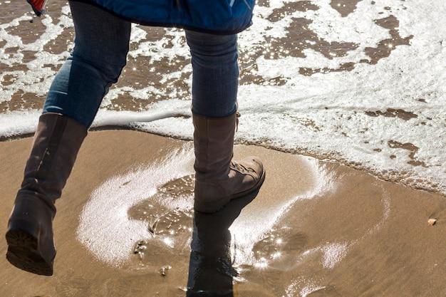 Bies de benen in zee
