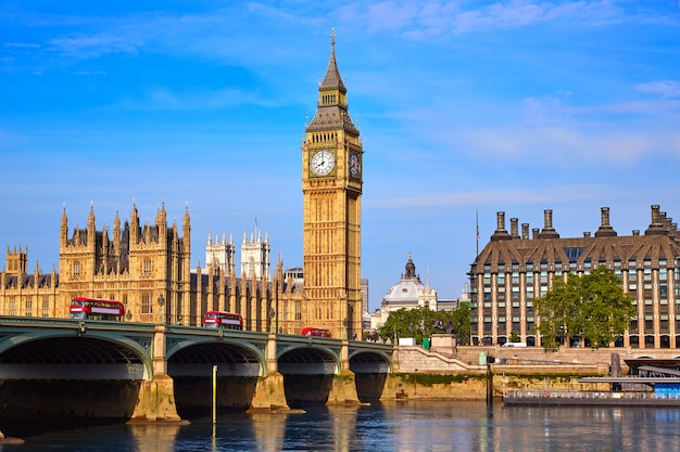 Big ben clock tower en de rivier londen