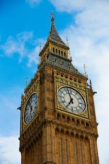 Big ben clock tower in londen, engeland