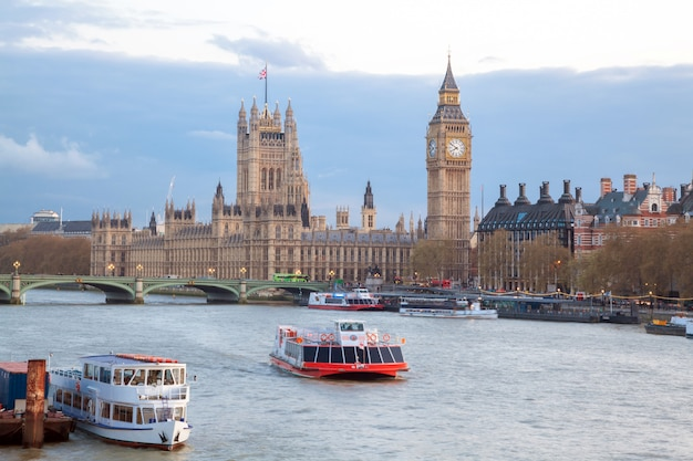 Big ben en westminster bridge londen