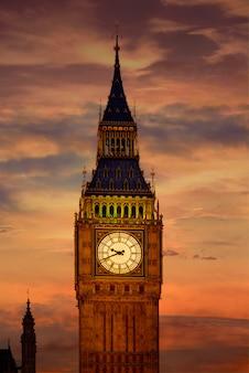 Big ben-klokketoren in de zonsondergang engeland van londen