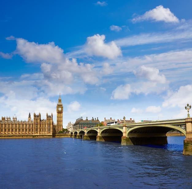 Big ben london clock tower in het verenigd koninkrijk thames