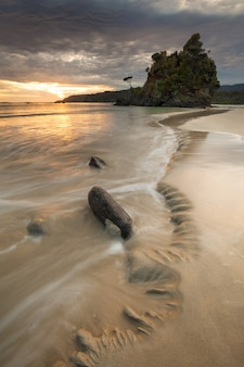 Big bungaree beach stewart island rakiura nieuw-zeeland