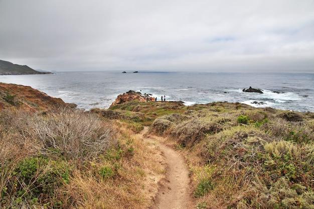 Big sur is een schilderachtige weg aan de westkust van de vs.