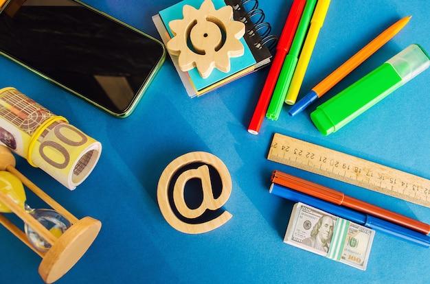 Bij commercieel symbool. internet en wereldwijde communicatietechnologieën