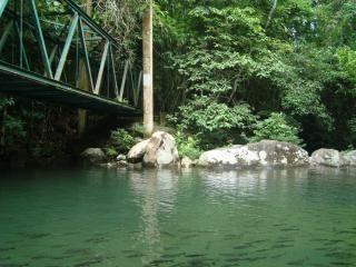 Bij khao chomao waterval