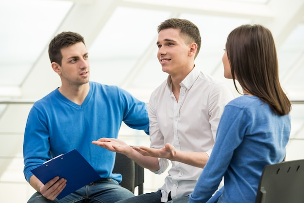Bijeenkomst van steungroep, groepsdiscussie of therapie.