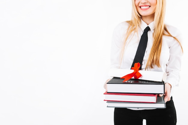 Bijs vrouw met schoolboeken en diploma