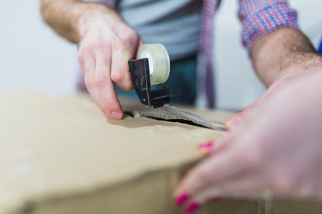 Bijsnijden handen verpakkingsdoos