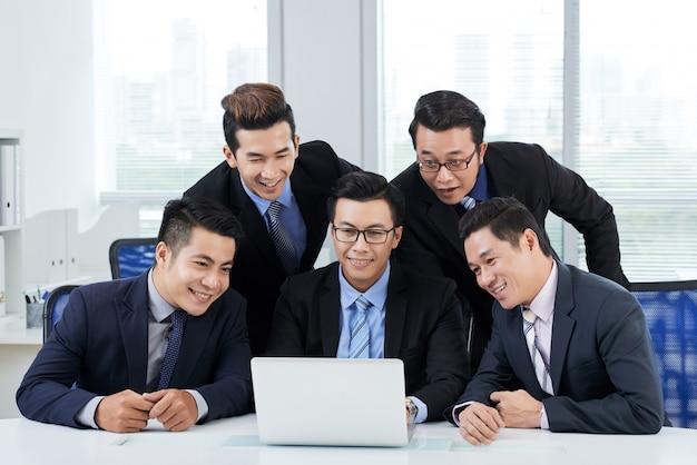 Bijwonen van videoconferentie