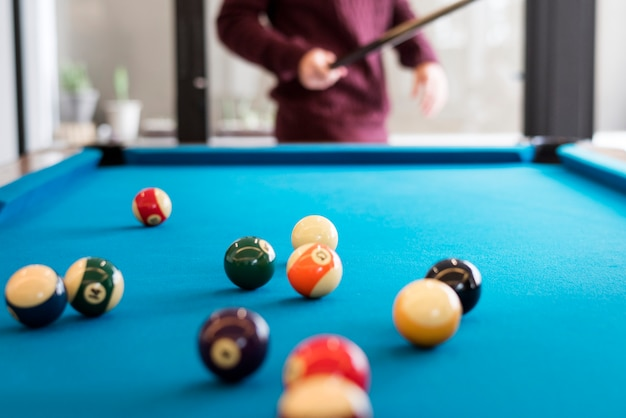 Biljartballen op een poollijst