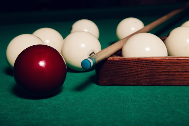 Biljartballen op tafel