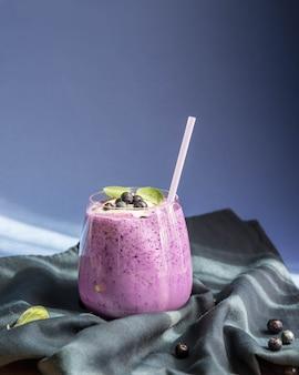 Billberry-smothie in een glas