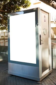 Billboard op openbaar toilet