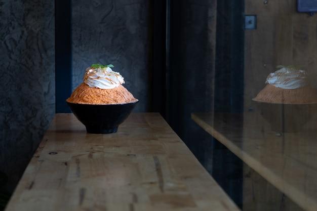 Bingsu thaise melkthee mooie koreaanse dessert sneeuw ijs thaise stijl