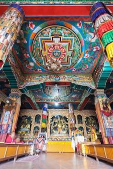 Binnen boeddhistische tempel