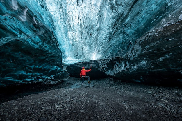 Binnen een ijshol in ijsland