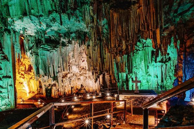 Binnen in de melidoni-grot kreta griekenland