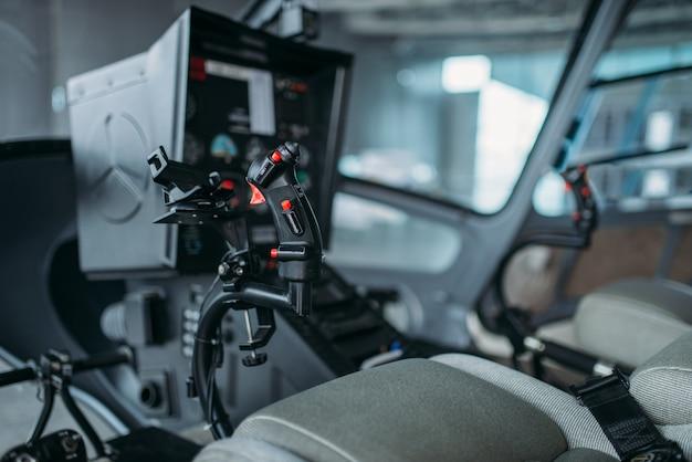 Binnen in helikoptercabine, bedieningspaneel, niemand