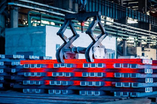 Binnenaanzicht van een staalfabriek