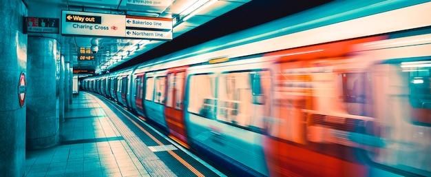 Binnenaanzicht van londense metro, speciale fotografische verwerking.
