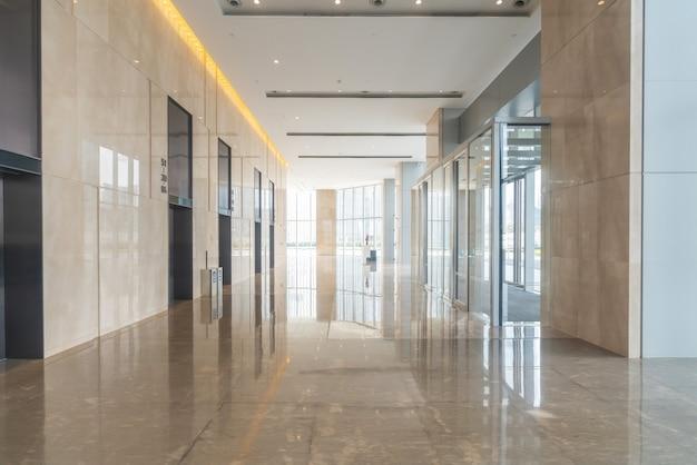 Binnenhal van het kantoorgebouw van het financiële centrum