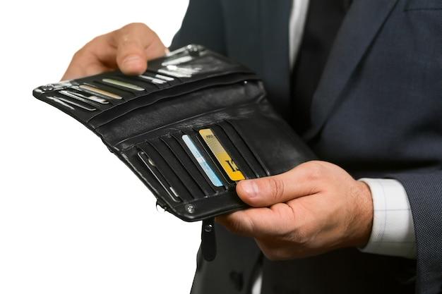 Binnenkant van een portemonnee. moet de licentie vinden. kortingen en lidmaatschappen. waar is mijn geld.