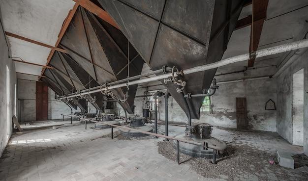 Binnenland van een oude verlaten fabriek